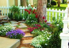 Small front yard idea...exactly what I need. No weeds or grass:-)
