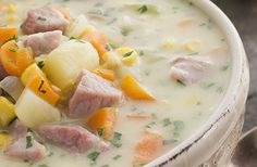 Ham, Potato and Herbes de Provence soup Chowder Recipes, Soup Recipes, Great Recipes, Cooking Recipes, Favorite Recipes, Ham And Potato Soup, Ham Soup, Chili Soup, Herbed Potatoes