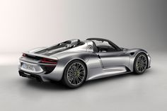 Porsche Officially Debuts the 918 Spyder Back side