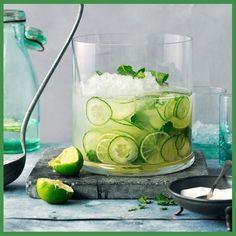 Ecco una semplice ricetta che permettera' all'organismo di disintossicarsi ed idratarsi. Ingredienti: 1 lt d'acqua 1 cetriolo tagliato a fettine 2 limoni tagliati a fettine 10 foglie di menta  Mettere in una brocca di acqua il cetriolo, i limoni , la menta e lasciarli a riposare per tutta la notte. La mattina dopo filtrare e bere l'acqua durante la giornata. #farmacia #bassano #centrifugato #estate #salute #benessere #dissetante #vitamine #farmaciallegrazie #farmaciallegraziebassano