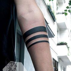 Tattoo mann streifen unterarm Schwarze Streifen