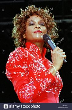 Download this stock image: (dpa file) -A file picture dated 11 July 1998 shows US singer Whitney Houston during a UNICEF concert in Aschaffenburg,Germany. According to CNN, Houston died at the age of 48 ina hotel in Los Angeles in the afternoon of 11 February 2012 local time. The cause of death is not yet disclosed. Photo: Wolf-Dieter Weissbach - D6G83A from Alamy's library of millions of high resolution stock photos, illustrations and vectors.