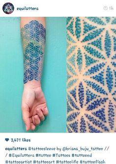 Ideas Of Cool Geometric Tattos Dot Tattoos, Time Tattoos, Body Art Tattoos, Sleeve Tattoos, Tatoos, Dotted Tattoo, Dot Work Tattoo, Tattoo Fleur, Flower Of Life Tattoo