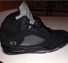 Air Jordan 5 Retro Blackout First Look Popular Sneakers, Latest Sneakers, Nike Free Shoes, Nike Shoes Outlet, Jordan V, Jordan Shoes, Michael Jordan, Air Jordans, Air Jordan 5 Retro