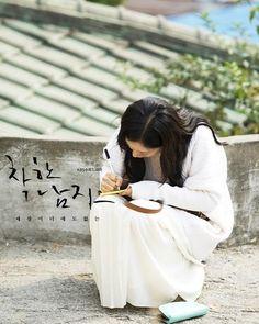 """167 Likes, 2 Comments - @irelysian on Instagram: """"Uri chakhan yeoja, Moon Chae Won 😘 #moonchaewon #goddess #chakhanyeoja #moonlight #namooactors #문채원…"""""""