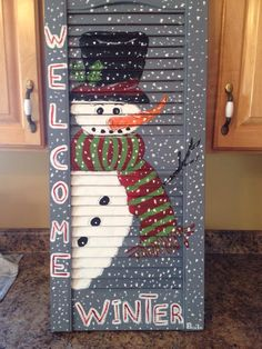 Snowman shutter More Christmas Yard, Christmas Signs, Rustic Christmas, Christmas Snowman, Christmas Projects, Winter Christmas, Christmas Decorations, Christmas Ornaments, Snowman Crafts