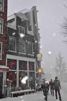 Snowy Amsterdam • photo: leafde on leafde blogspot