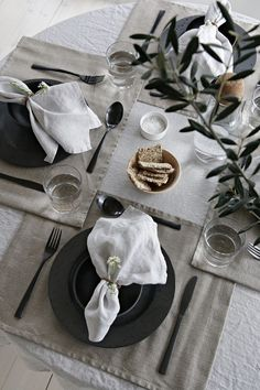 ANNONSE HIMLA – NEW NORDIC WEBSHOP Himla has just launched their new web shop, and I have had the pleasure to pick out some of my favorites to showcase a The post Spring table setting with Himla – Win Thanksgiving Table Settings, Christmas Table Settings, Wedding Table Settings, Holiday Tables, Setting Table, Christmas Tables, Christmas Decorations, Fall Table, Deco Table