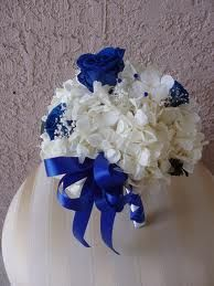 simple but beautiful bouquet love the blue.