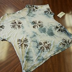 """BRAND NEW!! """"SAND DOLLAR"""" MULTI SLEEVELESS TOP BRAND NEW!! SLEEVELESS BEACH TOP W SAND DOLLAR PRINT. LOOSE FIT &MULTI COLORED...PERFECT FOR SPRING/SUMMER.   MADE IN USA. T party Tops"""