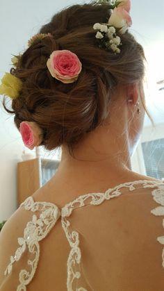 Brautfrisur mit Blumen im Haar Klagenfurt, Four Square, Fashion, Nice Asses, Moda, Fashion Styles, Fashion Illustrations
