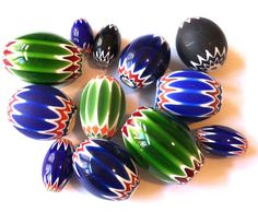 Glass Chevron beads, recently made in China, now show up in beads collected in Africa. Bridal Jewelry, Gold Jewelry, Beaded Jewelry, Jewelery, African Trade Beads, Mountain Man, How To Make Beads, Beadwork, Jewelry Stores