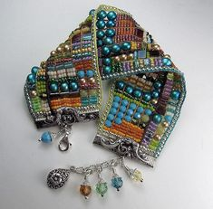 Beads Beading Beaded, with Erin Simonetti: Bead Loom Weaving in Texas! Beads Jewelry, Jewelry Crafts, Handmade Jewelry, Jewellery, Diy Schmuck, Schmuck Design, Bead Loom Patterns, Beading Patterns, Beading Ideas