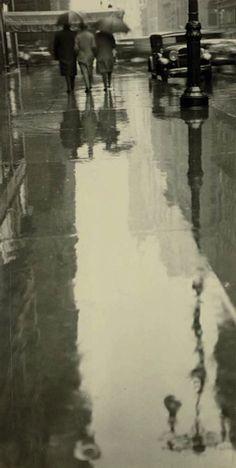 Rainy New York,1932, Fred Zinnemann. American Filmmaker  (Source:poboh)