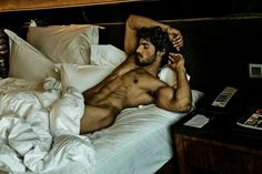 hot time between the sheets Hairy Men, Bearded Men, Indiana, Men In Bed, Male Form, Mi Long, Male Beauty, Gorgeous Men, Simply Beautiful