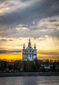 Доброе утро,Петербург!  Смольный собор,работа одного из величайших архитекторов мира,Бартоломео Франческо Растрелли