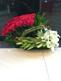 Discover thousands of images about flores Contemporary Flower Arrangements, White Flower Arrangements, Floral Centerpieces, Deco Floral, Arte Floral, Floral Design, Ikebana, Exotic Flowers, Beautiful Flowers