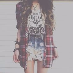 I think this is one of my favourite grunge trends. The tucked in shirt and high waisted shorts with some sort of oversized flannel or cardigan. It's perfection.