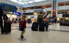 Slik f?r du en perfekt flyreise med sm? barn Slik reiser du med fly med sm? barn i julen (og resten av ?ret)