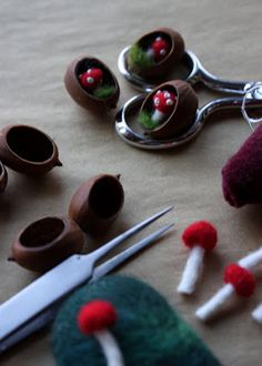 lil fish studios: Nut shells with felted mushrooms