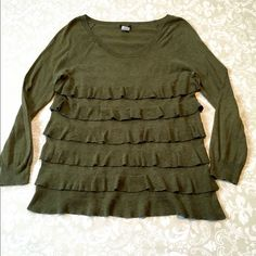 J. Crew green knit top. J. Crew hunter green knit top with ruffles down the front. 80% cotton, 20% wool. Size XS. J. Crew Tops Blouses