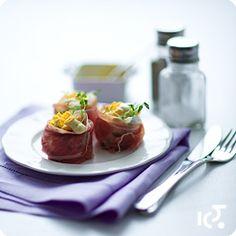 Jajka z szynką parmeńską - Przepis