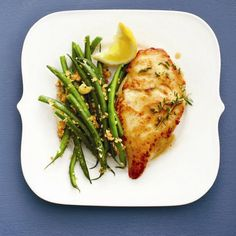 Delicious herb and wine chicken with panko-almond green beans. Ready in 20 minutes. Another reason for wine with dinner! Chatelaine Recipes, Cooking Recipes, Healthy Recipes, Healthy Foods, Yummy Recipes, Green Bean Recipes, Lemon Chicken, Greek Chicken, Tasty