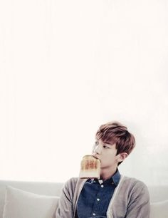 Chanyeol with toast. Damn he makes simple things look hot <3