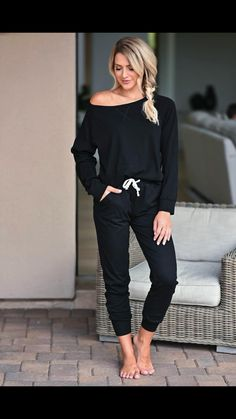All Black Trendy Outfits, Summer Outfits Women, Stylish Outfits, Cute Outfits, Black Joggers Outfit, Cold Spring Outfit, Running Errands Outfit, Fall Clothes, Clothes For Women