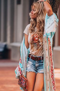 Outfits and accessories to create a boho chic Neo-hippie style. And chic ides for outfits and Boho Gypsy, Gypsy Style, Le Style Hippie Moderne, Modern Hippie Style, Modern Hippy, Style Bobo Chic, Look Boho Chic, Hipster Outfits, Boho Outfits