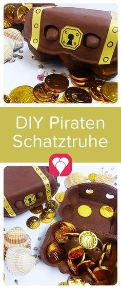 Eine Schatztruhe für die Piraten, um die Mitgebsel an die kleinen Gäste praktisch zu verstauen, kannst Du schnell selbstmachen. Auf blog.balloonas.com zeigen wir Dir, wie es geht. Schau doch mal vorbei und entdecke unsere vielen tollen Ideen für Deinen Kindergeburtstag, von Einladungen, über Dekoration, Basteln und Spiele, bis hin zu Mitgebseln und Essen. #balloonas #kindergeburtstag #pirat #schatztruhe #schatz #basteln #diy #selbstgemacht #eierkarton #mitgebsel #giveaway #favor…