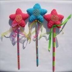 Lots of creativity this week at the Tangled Happy household. Remember my Tangled Happy Star ? They have become Tangled Happy Wand. Crochet Stars, Love Crochet, Crochet Gifts, Crochet For Kids, Crochet Flowers, Knit Crochet, Yarn Projects, Crochet Projects, Pinterest Crochet