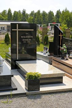 Cemetery Monuments, Cemetery Headstones, Cemetery Art, Tombstone Designs, Grave Decorations, Memorial Park, Outdoor Furniture Sets, Outdoor Decor, Funeral