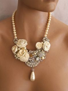 A beautiful necklace for gorgeous outfits.