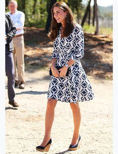 Kate arrives at the Winmalee Guide Hall, Australia, wearing a classic DVF wrap dress and Stuart Weitzman's Corkswoon wedge platforms.