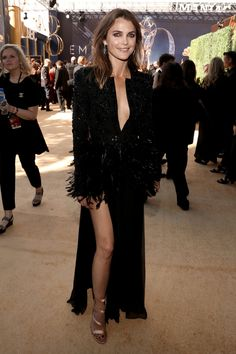 Keri Russell gave new parents Kirsten Dunst and Jesse Plemons a bit of encouragement on the Emmys red carpet on Monday night. Keri Russell Style, The Emmys, Kirsten Dunst, Katie Holmes, Celebrity Look, Red Carpet Looks, Celebs, Celebrities, New Parents