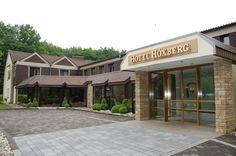 """Das """"Hotel-Restaurant Höxberg"""" befindet sich im nordrhein-westfälischen Beckum direkt am Naherholungsgebiet. Der historische Aussichtsturm vor dem Traditionshaus stammt aus dem Mittelalter, ein angrenzender Wald lädt zum Joggen und Spazieren oder zum Besuch eines Wildgeheges ein. Das Hotel, Restaurant, Garage Doors, Outdoor Decor, Home Decor, Game Reserve, House, Middle Ages, Decoration Home"""