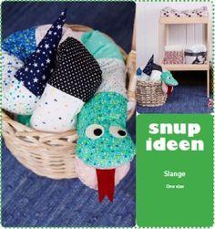 Slange i poplin Brug dine stofrester til den lange og farverige slange. KLIK på PDF link og download. - stof2000.dk