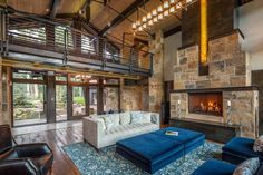 Gorgeous modern rustic mountain home in Telluride surrounded by aspens Tour a modern rustic mountain home by Centre Sky Architecture, nestled into a hillside of the Telluride Ski Resort in Telluride, Colorado. Mountain Village, Mountain Homes, Rustic Contemporary, Modern Rustic, Interior Design History, Mountain Modern, Wood Beams, Steel Beams, Waterfront Homes