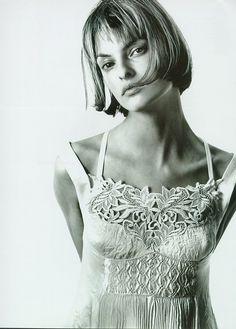 lalinda-evangelista:  Vogue Germany February 1994 - Wilde KlassikPh Richard AvedonModel: Linda Evangelista ( in Versace )