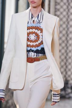 The complete Altuzarra Spring 2020 Ready-to-Wear fashion show now on Vogue Runway. Fashion 2020, Fashion Brands, Fashion Show, Singer Fashion, Mode Crochet, Look Office, Quirky Fashion, Knitwear Fashion, Crochet Fashion