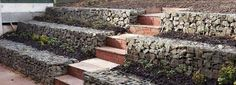 LOW COST Stone gabion baskets for retaining walls Cheap Retaining Wall, Gabion Retaining Wall, Garden Stairs, Terrace Garden, Garden Art, Gabion Wall Design, Gabion Stone, Gabion Baskets, Outdoor Stairs
