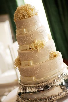 Wedding cakes Cape Town - Kanya Hunt, Lindt Chocolate cakes, Dark Chocolate cakes, Milk Chocolate cakes, White Chocolate cakes, Sugar Art, Croquembouche, Cupcakes, Mini Cakes, The Hunt House Kitchen