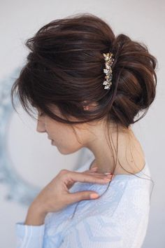Prom Updos for Pretty Brides and for Very Special Occasions   Hairstyles Charm Braided Bun Hairstyles, Braided Updo, Down Hairstyles, Unique Braids, Cool Braids, Short Curly Hair, Curly Hair Styles, Elegant Bun, Messy Wedding Hair