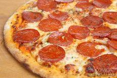 Pinner says: This recipe on how to make pepperoni pizza is so simple, it may inspire you to make for dinner tonight! How To Make Pepperoni Pizza Recipe from Grandmothers Kitchen. How To Make Pepperoni, How To Make Pizza, Pizza Americana, Creative Pizza, Pizza Recipes Pepperoni, Grandmothers Kitchen, Making Homemade Pizza, Quiches, Margarita