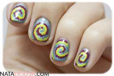 Manicura de Espiral con puntos