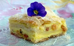 Retete Culinare - Placinta cu iaurt Romanian Food, Romanian Recipes, Desert Recipes, Cheesecakes, Sweets, Cookies, Desserts, Hungary, Ukraine