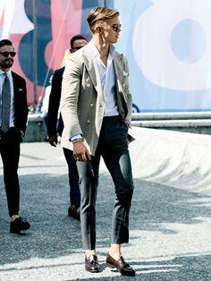 九分丈細パンツが ジャケットを美しく見せる