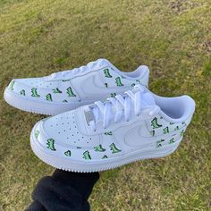 Crepped, custom Nike Air Force 1 sneakers made by professional artists. All our sneakers are made with care. All Nike Shoes, On Shoes, Me Too Shoes, Vans Shoes Outfit, Air Force 1, Air Force One Shoes, Custom Vans Shoes, Custom Sneakers, Custom Converse