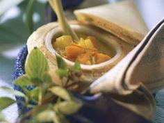 Rezept: Gelbe Gemüsesuppe mit Kokosmilch und Zitronengras